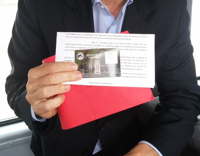Sr Presidente Mauricio Macri Socio del Jockey Club Córdoba - background